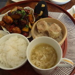 62920142 - 鶏肉と野菜の甘辛炒めの定食