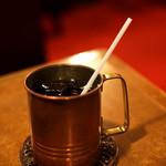 名曲・珈琲 麦 - 真鍮製のカップはいつまでも冷たい珈琲を楽しめます。