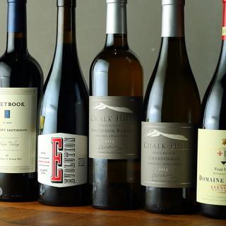 フランスやアメリカ産のワイン、クラフトジンが勢ぞろい!