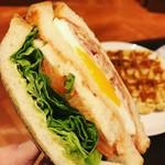 スターバックスコーヒー - クラブハウスサンドイッチはナイスビジュアル!