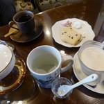 古民家cafe ほっこり - 夫は珈琲セット、私は紅茶のセット