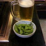 味楽 - 生ビール(500円) 枝豆はサービスでした。
