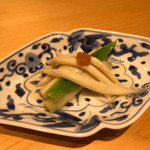 鮨 しお津 - 白魚とうるいの梅肉和え