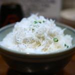 麺処 びぎ屋 - 静岡直送 釜揚げしらすご飯