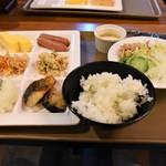 ステーキ&ハンバーグ 匠 - カチカチ冷え冷えご飯・・・(*`Д´*)