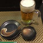 炭火焼鳥あずま - まずは達人の入れてくれたビール