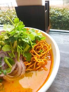 アジアンキッチン・ルークチン - カオソーイと言えば揚げ麺搭載。