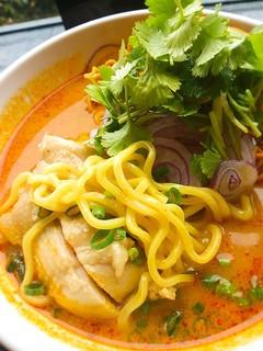 アジアンキッチン・ルークチン - 米粉麺ではなく小麦粉の中華麺です。