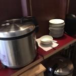 sync - ご飯(白米・コシヒカリ発芽玄米・押麦のブレンド)はセルフサービス・お代わり自由