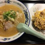 鈴木食堂 - 味噌ラーメン 半チャーハンセット  880円
