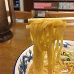 鈴木食堂 - 太めの縮れ麺です。