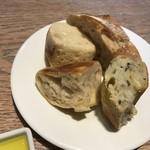 ブッシュウィック べーカリー&グリル - パン1