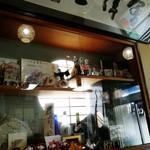 食堂 いしやま - 店内 タカ&トシ のサインがありました
