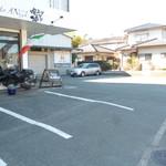 ANGI - 駐車場