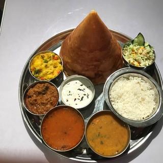 本格的なインドカレーをリーズナブルなお値段でご提供。