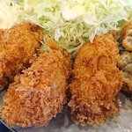マンプク - 中華・和・洋定食 マンプク @豊洲 粗目で軽い食感の衣に包まれる広島産大粒牡蛎はジューシーな蒸し上がり