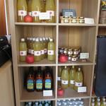 アートキッチン神戸エピスリー - 内観:りんごジュース&りんごジャム他