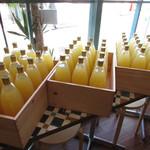 アートキッチン神戸エピスリー - 内観:りんごジュース