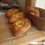 手作りハムとパンの店 こぶたのしっぽ - チーズバゲット