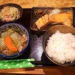 居ZACK - シャケカマ定食