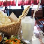 エベレストキッチン インディアンネパーリレストラン - ラッシー