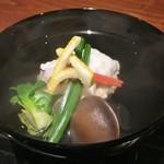 京 上賀茂 御料理秋山 - 手長蛸とキャベツのしんじょう ふきのとう しめじ プチベール 柚子