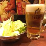 串焼げん - お通しキャベツ300円 生ビール500円