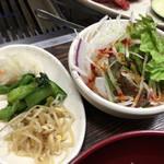 やきやき亭 - サラダとナムル