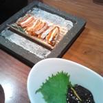 えん - クリームチーズを干柿でサンドしたもの、ホタルイカの墨あえ。