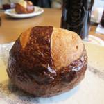 シュタットマインツ - 自家製のドイツパン。酒飲みさんなら、前菜の盛り合わせ&パンだけで十分な位楽しめますよ。