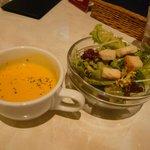 6297373 - セットのスープとサラダ