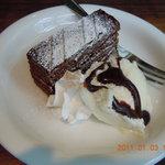 トリニティーアンドユニティー - ランチに+200円での本日のチョコレートケーキ