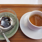 ユーカリー - デザートは日替わりかもしれませんが2種類から選べます。 こちらはコーヒーゼリー。