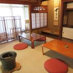 杜ノ居 - 古民家ですが、あまりリノベーションし過ぎず、昔の間取りや設備をそのまま残してあるので、 とっても懐かしいレトロ空間です。