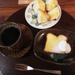 杜ノ居 - ケーキ・ドリンクセット700円+マフィン。 コーヒーは、六本松の『COFFEEMAN(コーヒーマン)』の深煎り豆を使っておられるそうです。