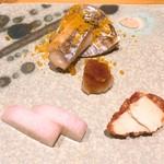 鮨 しお津 - 長崎 ドラゴン太刀魚のカラスミがけ、クリームチーズ味噌漬け、長芋梅酢漬け