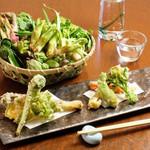 みの原 - 山菜の天ぷら1,380円〜