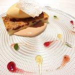 ゴーシェ - シェフのおまかせコース 7200円 の洋梨の赤ワイン煮込みのクラフティ・ラベンダーのジェラート、煮汁のカスタードピュレソース