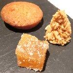 ゴーシェ - シェフのおまかせコース 7200円 のマドレーヌ、ココナッツクッキー、アプリコットゼリー
