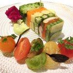 ゴーシェ - シェフのおまかせコース 7200円 の彩り9種野菜のアスピック フルーツトマト添え