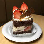 ファウンドリー - ガーナ産チョコレートと苺のショートケーキ