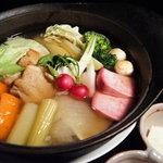 テイストシックス - 体ぽかぽか♪冬の根菜のあったかポトフ☆たっぷり煮込んだ野菜達をホフホフ言いながらお召し上がれ!