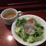 62985411 - サラダとスープ この価格帯の店としては上出来。