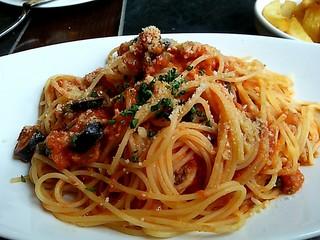 ベルジアン ブラッスリーコート アントワープ シックス - ツナのプッタネスカソーススパゲッティ