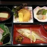 レストラン 海幸苑 - 料理写真:はまかぜ弁当(税込み1500円)