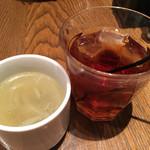 オストレア - スープとドリンクバーからウーロン茶をセレクト