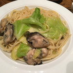 オストレア - 牡蠣のオイル漬けとキャベツのパスタ(大盛)1,080円