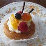 フォートナムアンドメイソン コンセプトショップ ティーショップ - ケーキの一つ
