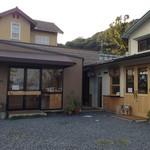 瀬戸内ジャムズガーデン - 左が販売店、右がカフェ