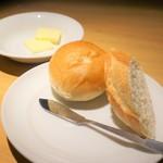 グリル&ダイニング マンハッタンテーブル - [料理] パン2種
